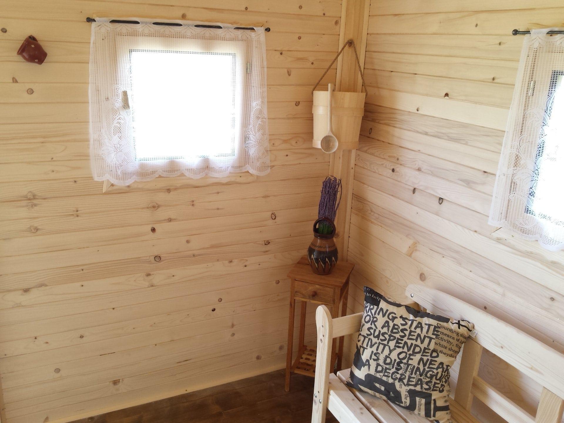 Drevo namiesto obrazov – trendy drevených obkladov v interiéri a68276f5518