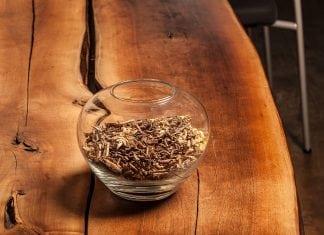 preco-a-kedy-pouzivat-prirodne-oleje-a-vosky-na-drevo