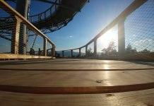 drevená podlaha-chodník s vyhladom na okolie