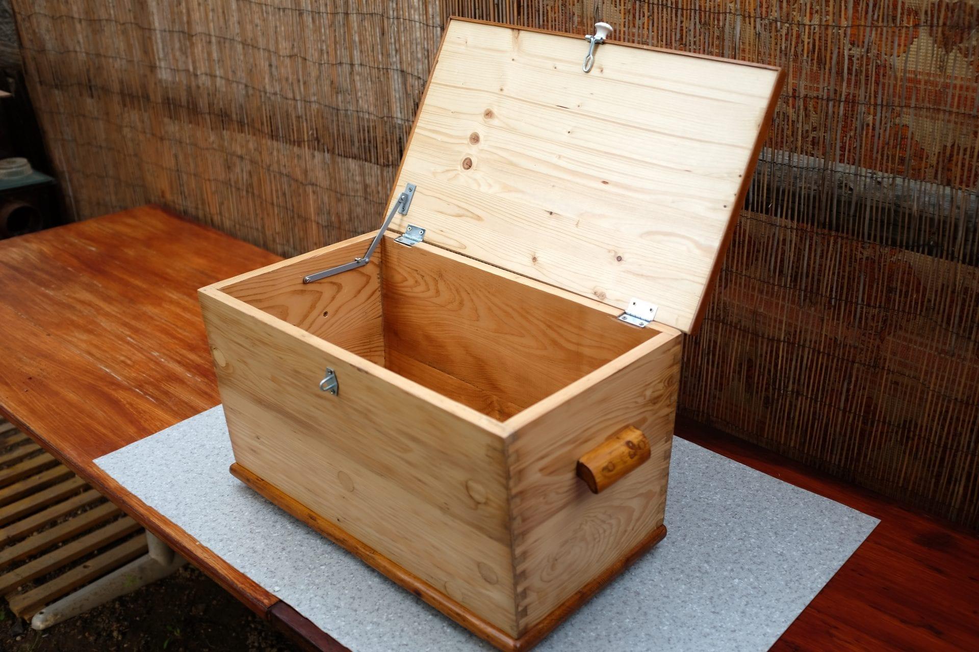 truhlica-drevo-handmade-kovanie