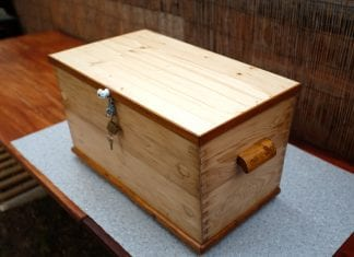 drevena-truhlica-lak-lazura-impregnacia-osetrenie-dreva-kluc-zamok