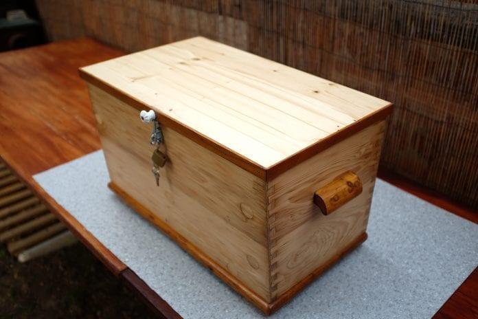 drevena-truhlica-lak-lazura-impregnacia-osetrenie-dreva-kluc- 49a3e210d9a