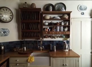 drevo-kuchyna-taniere-kuchynska-linka-drevene-skrinky-drevena-pracovna-plocha-doska