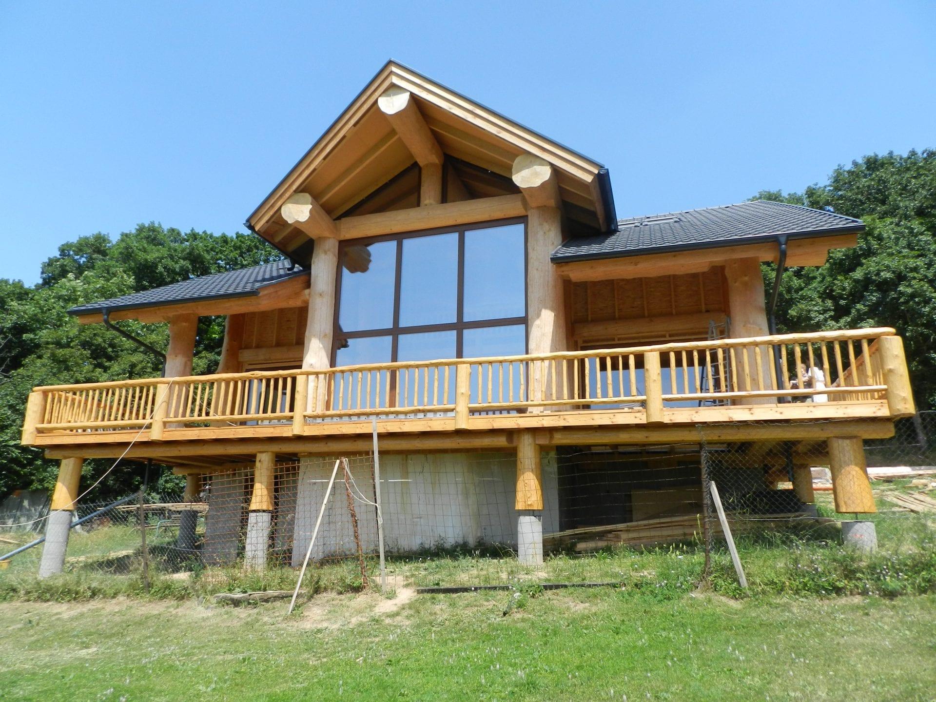 dom-chata-stavba-okna-drevo-priroda-drevodom-drevene-okno