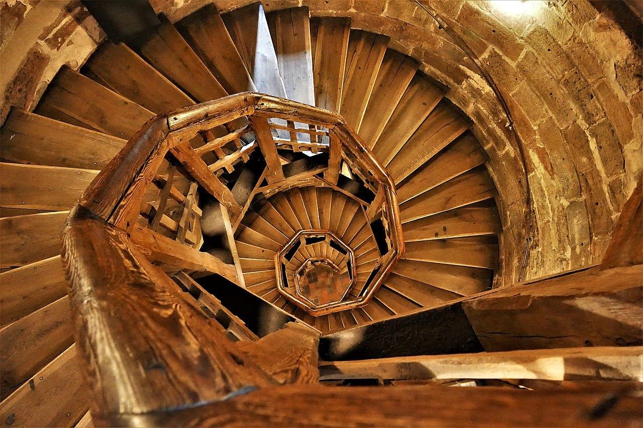 schody-drevo-schodisko-dom-tocite-schody