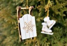 drevene-ozdoby-na-stromceku-sanky-korcule