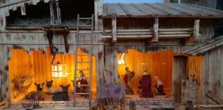 dreveny-betlehem-jaslicky-svetlo-rebrik-strecha-postavicky-seno