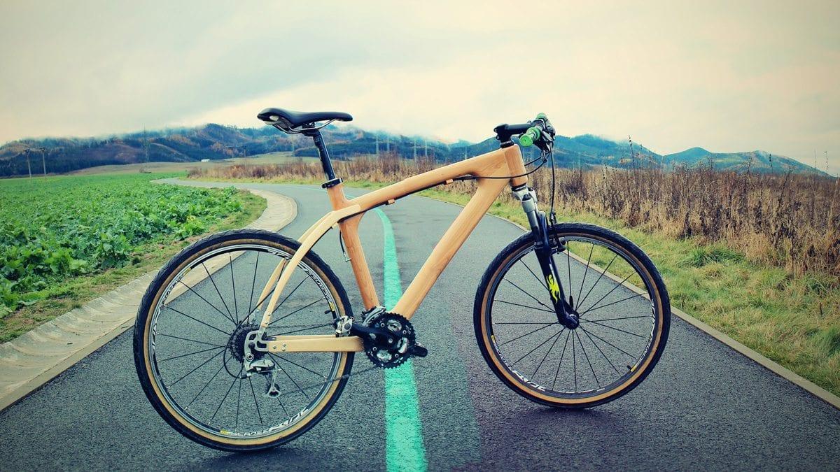 dreveny-bicykel-cesta-oblaky-kolesa-ram