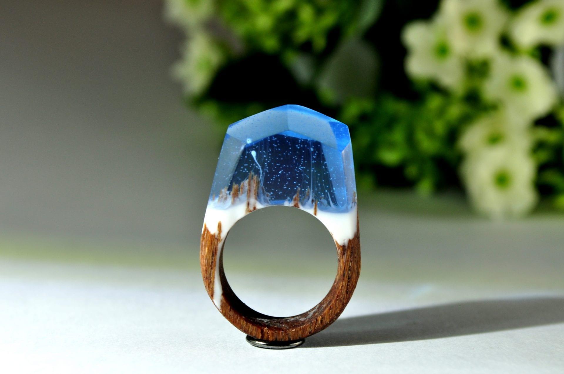 prsten-left-zivica-drevo-modry-sperk
