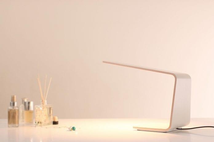 drevena-lampa-na-stol-svetlo-tunto-led-stolna-lampa