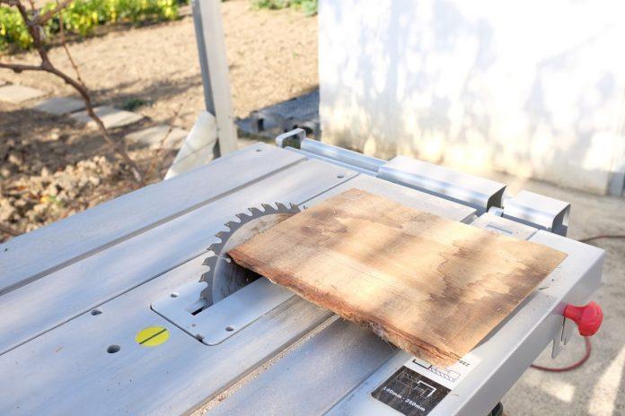 drevo-pila-pilenie-stol-dielna-ponk