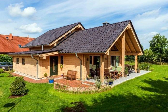 drevodom-zahrada-dom-terasa-byvanie-zrub-strecha-drevostavba