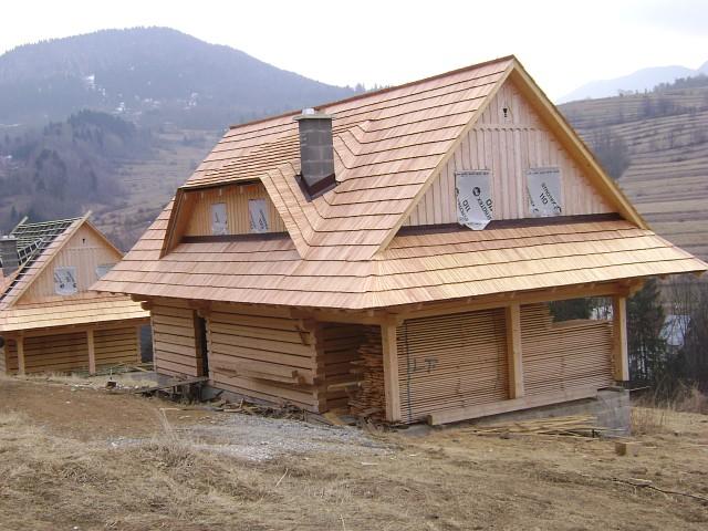 drevodom-zrub-drevene-sindle-drevena-strecha-komin