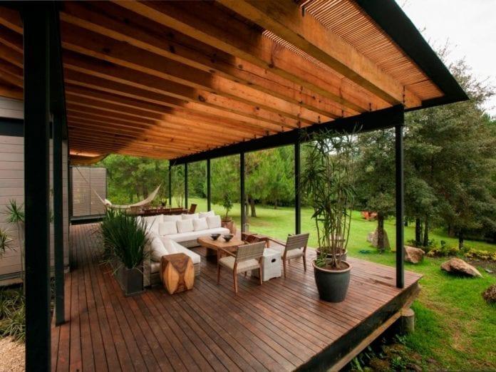 terasa-stol-stolicky-nabytok-dizajn-zahradna-architektura-dekoracie-dom-kvety-drevo-pergola