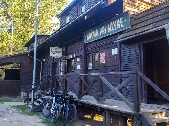krcma-drevena-chalupa-kolarovo-bicykel-pivo-mlyn-atrakcia-vylet