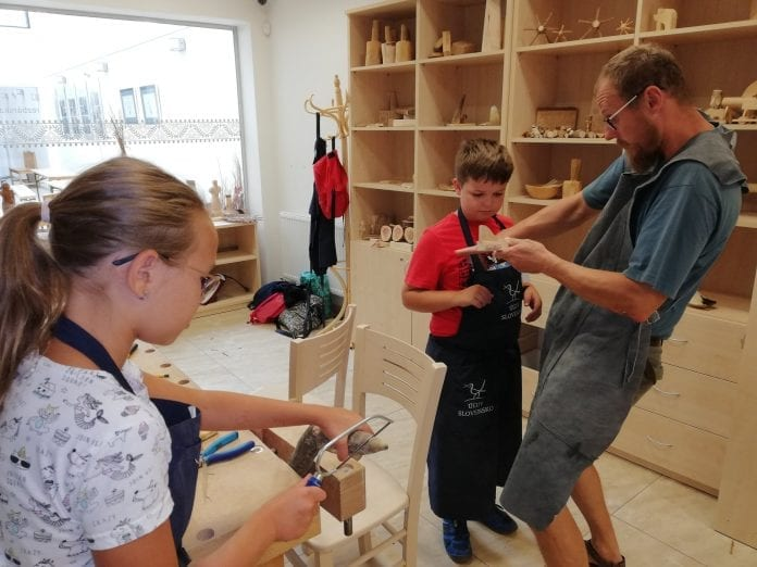 dielna-deti-kurz-ucitel-ľudove-rezbarstvo-drevene-vyrobky