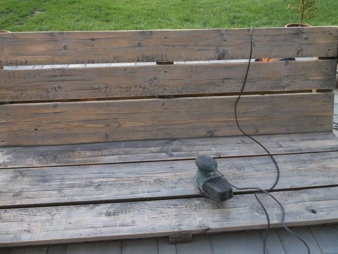 bruska-brusenie-renovacia-znehodnoteny-nater-drevena-hojdacka