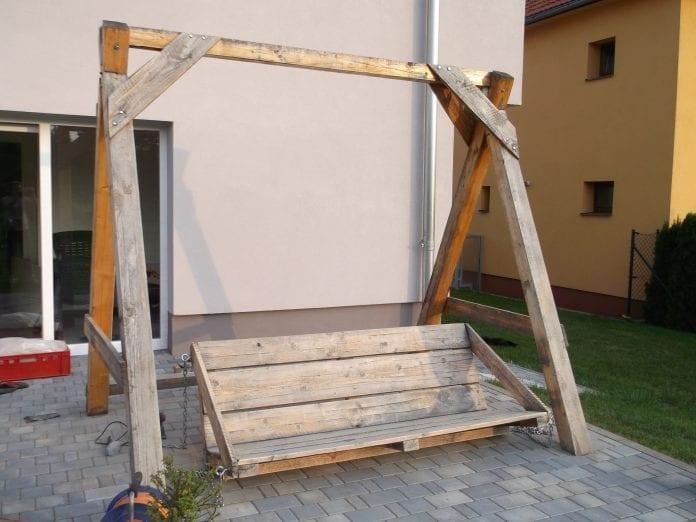 renovacia-zvesena-hojdacka-zahrada-travnik-terasa-dom-oprava