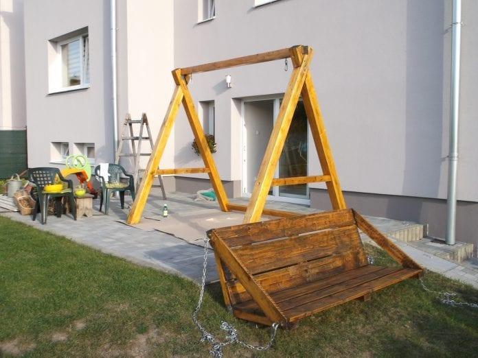 zahrada-terasa-dom-travnik-novy-nater-drevena-hojdacka-renovacia-rebrik