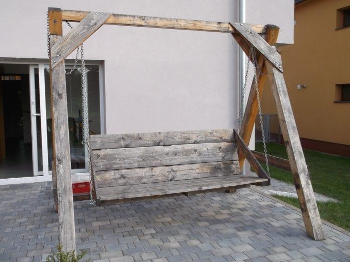 znehodnoteny-nater-renovacia-oprava-dom-terasa-zahrada-travnik-drevena-hojdacka
