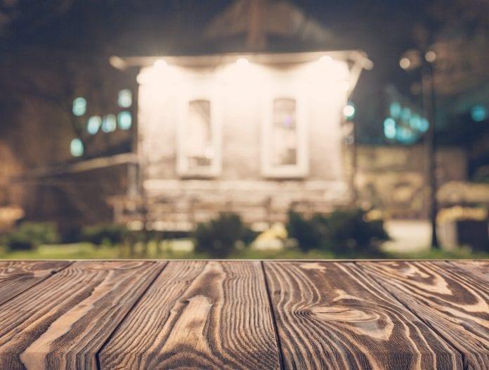 exterier-drevena-parapeta-ochranny-nater-dom-chata-drevodom