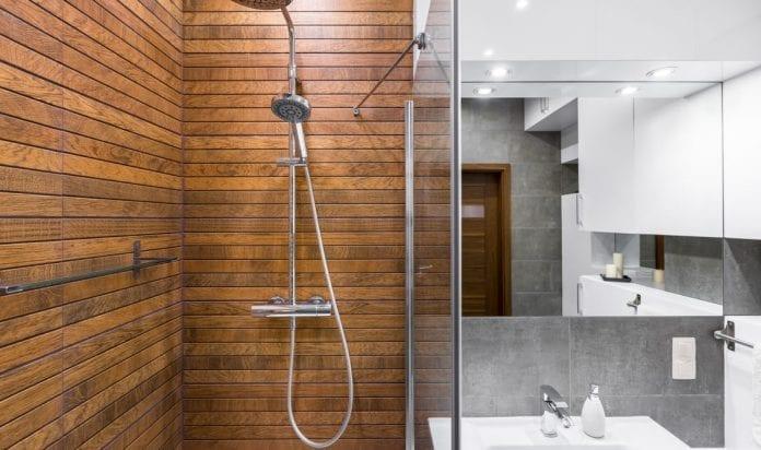 dreveny-obklad-perodrazka-zrkadlo-umyvadlo-sprcha-sprchovaci-kut-architektura