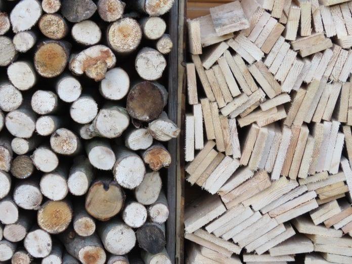 dosky-listy-pevnost-narezane-drevo-kurenie-zima