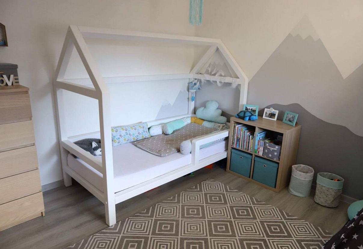 detska-postielka-moderne-byvanie-hracky-interier-hory-malba-hracky