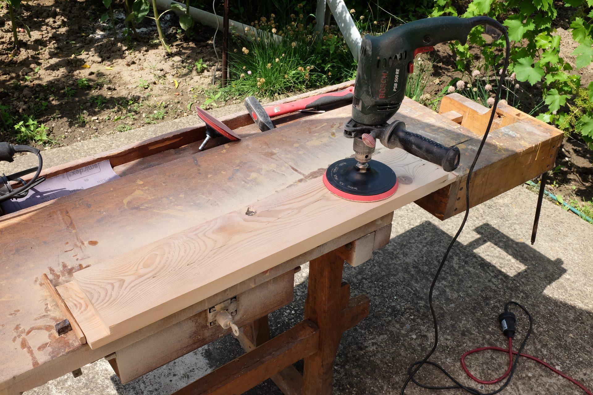 pracovny-stol-brusenie-elektrina-opracovavanie-drevenych-dosiek