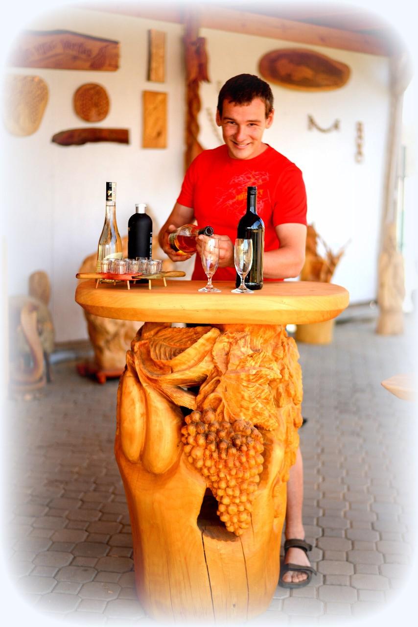 heczko-rezbarstvo-drevo-vyroba-vino