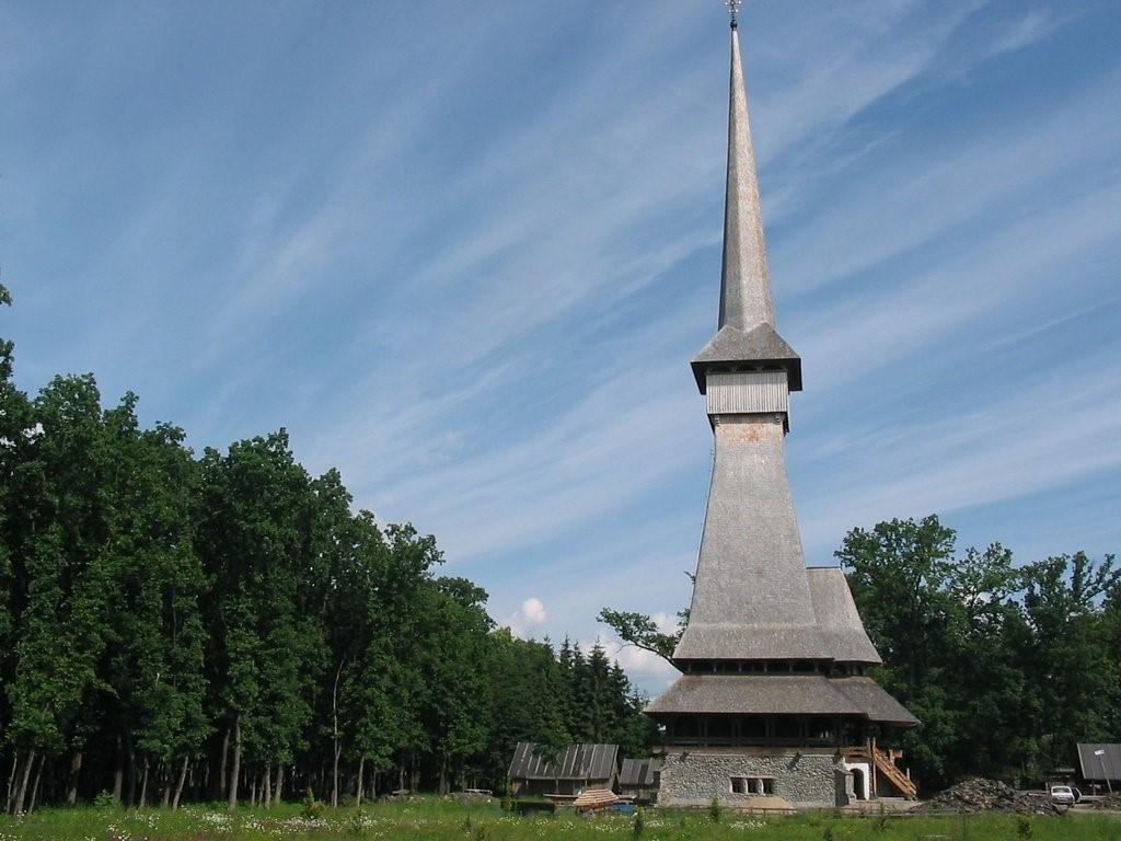 peri-Săpânţa Monastery-drevo-stavba-klastor