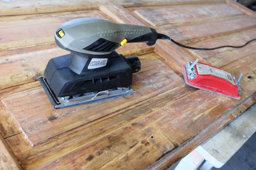 elektricka-bruska-brusenie-dveri-renovacia