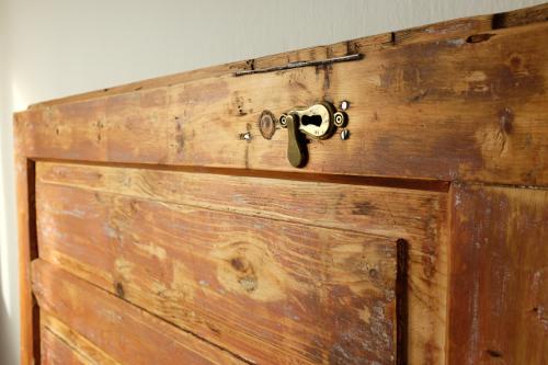 detail-klucova-dierka-hotovy-vyrobok-dvere-celo