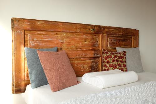 detail-hotoveho-vyrobku-handmade-celo-postel-vankuse