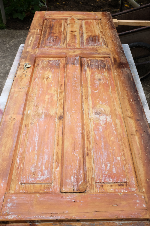 priprava-dveri-na-brusenie-praskliny-nater