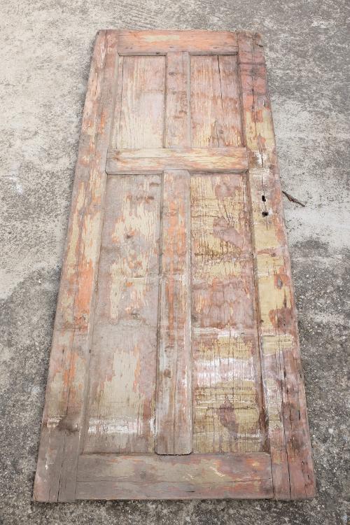 stare-dvere-poskodeny-nater-praskliny