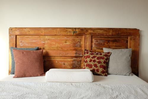 postel-vankuse-handmade-dvere-celo-dekoracie