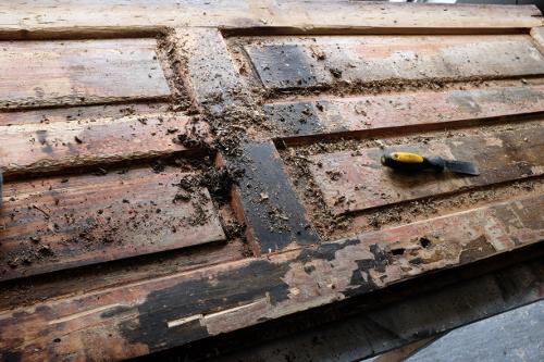 spachtla-zoskrabavanie-stareho-nateru-drevo-vyroba