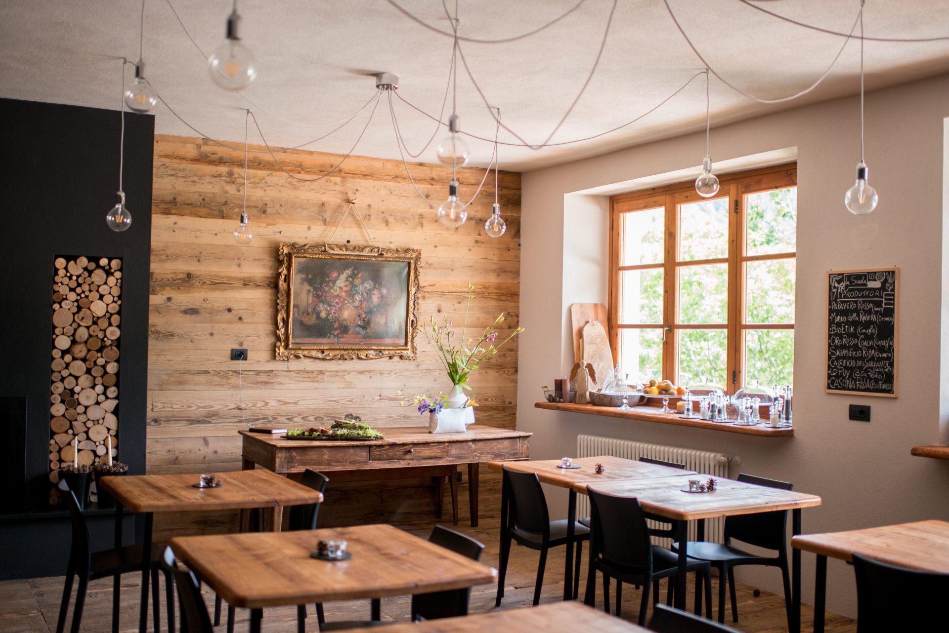 dreveny-nabytok-interierovy-dizajn-stoly-stolicky-restauracia