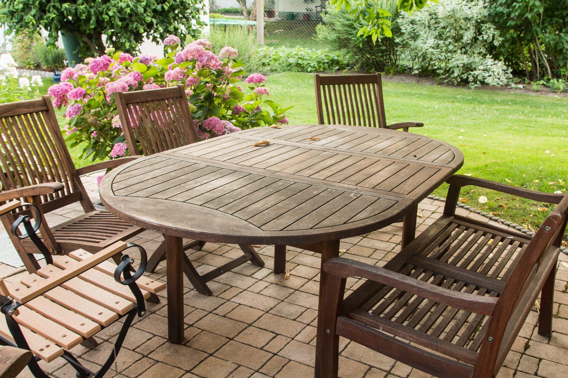 ako ošetriť drevený záhradný nábytok.