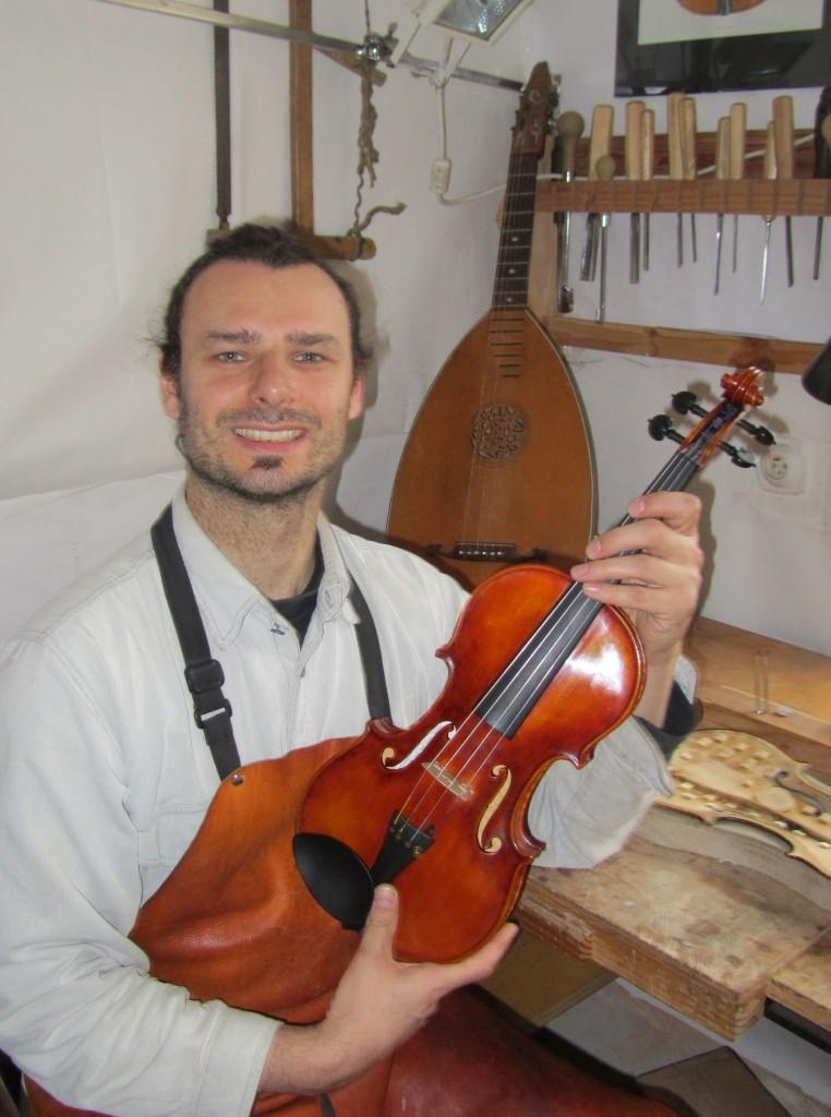 slovenský výrobca drevených hudobných nástrojov-Ľubomír Farkaš (1)