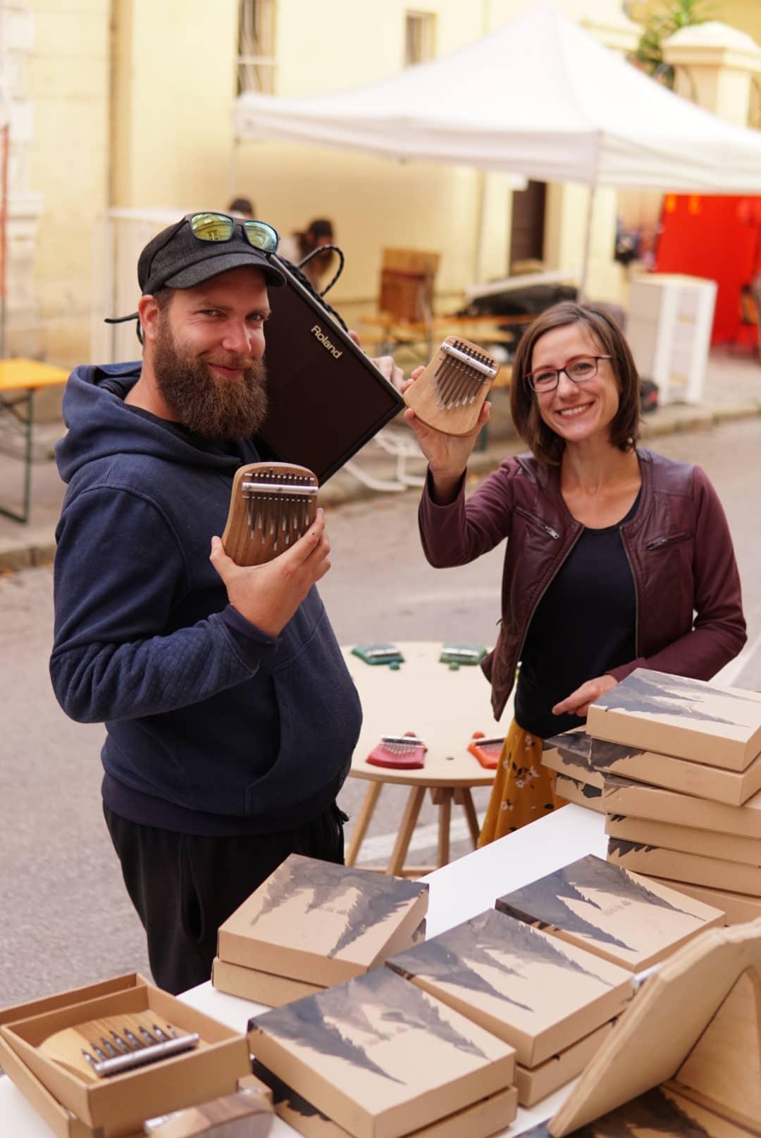 slovenský výrobca drevených hudobných nástrojov-Marek a Katka Bolf (1)