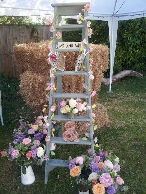 rebrik-drevo-slama-kvety-svadba-dekoracie-stan-zahrada