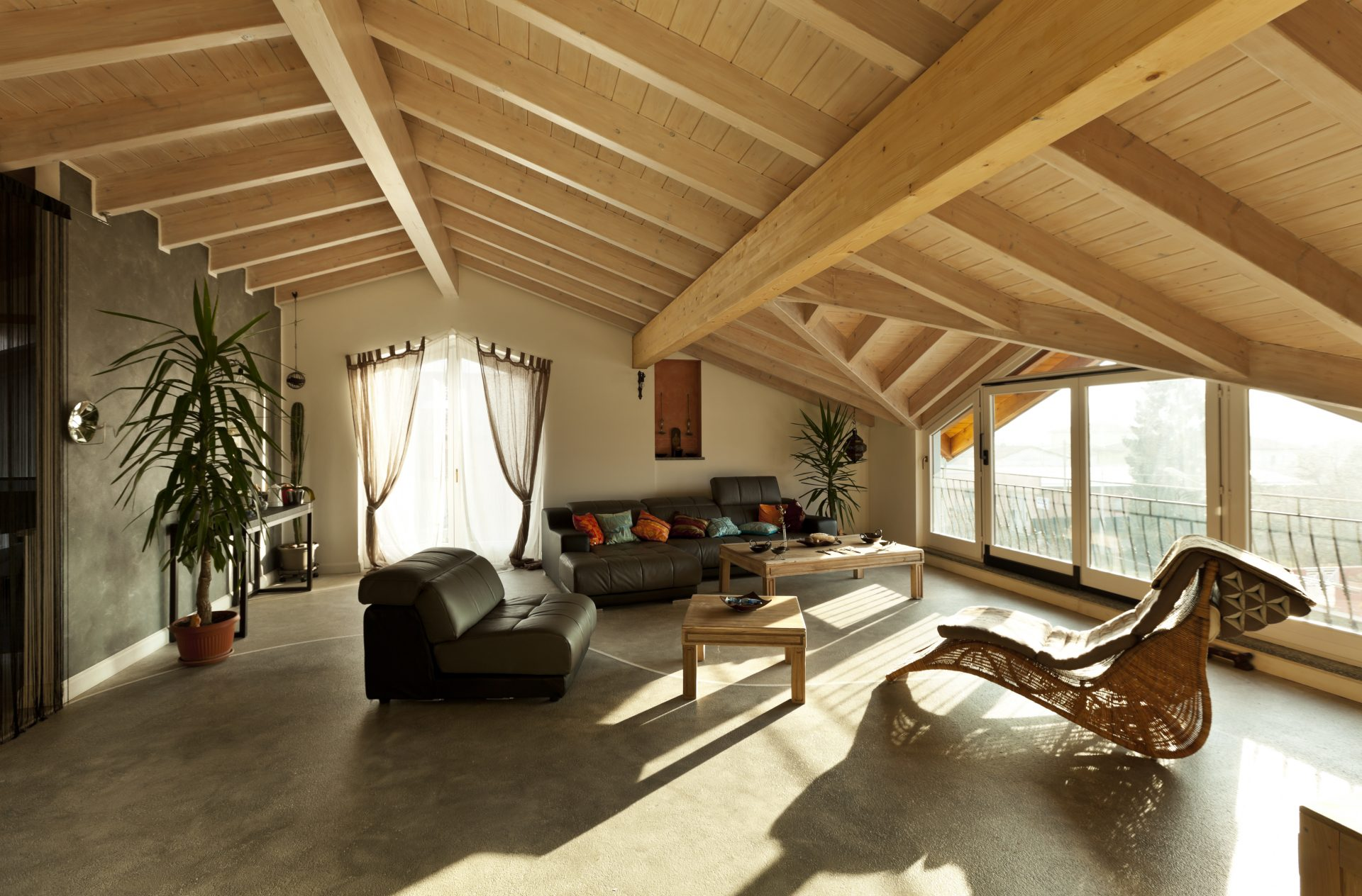Čím-natierať-problémové-drevené-plochy-drevené-zvislé-steny-a-drevené-stropy