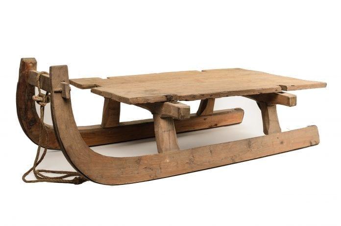 drevené sánky, drevené lyže, drevená hokejka, drevo v športe (1)