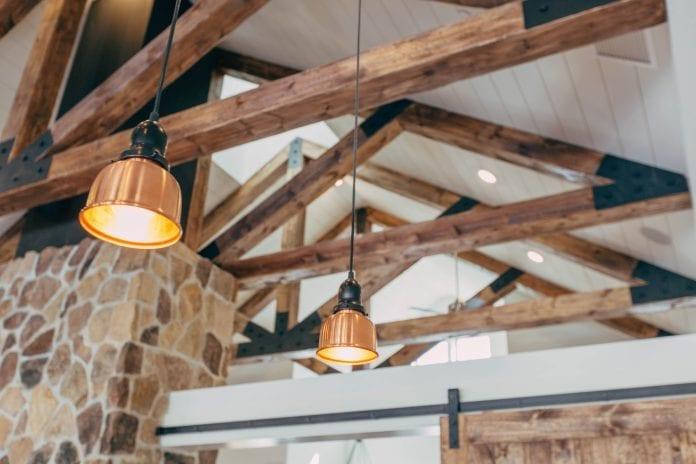 drevené trámy, drevené trámy v interiéri, drevene tramy, drevené trámy na strop