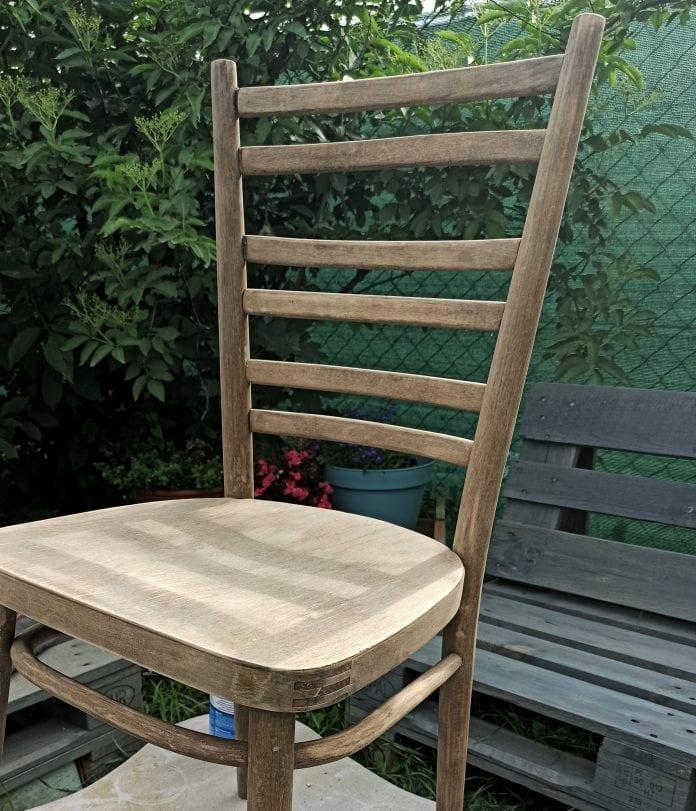 patinovanie dreva, drevená stolička