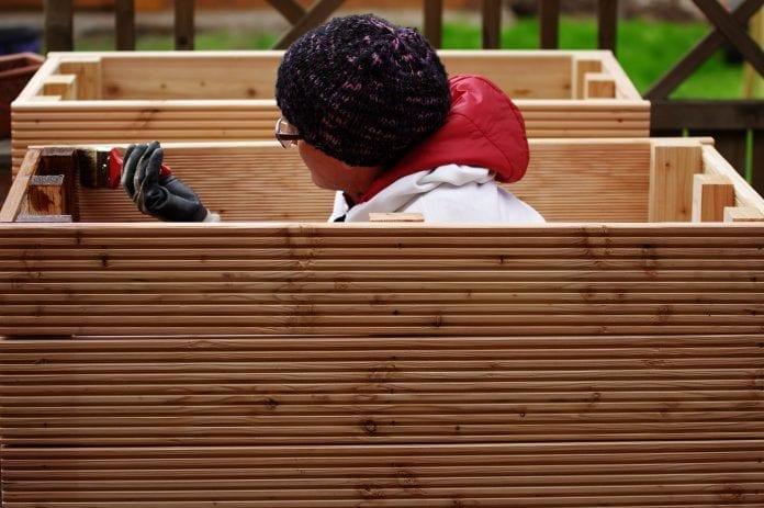 vyvýšené drevené záhony, drevený záhon, dreveny zahon na bylinky (1)